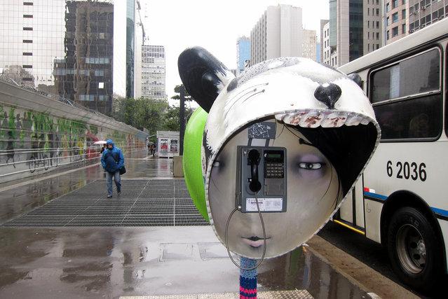 Work: GIRL SWEATSHIRT Artist: Alexandre Truff Address: Avenida Paulista (even side) x Rua Pamplona