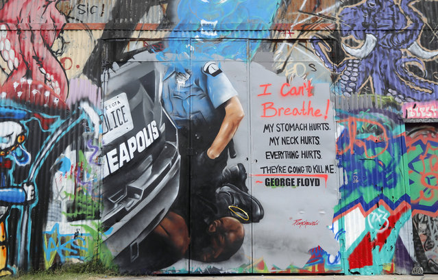 A mural painted by artist Theo Ponchaveli is shown in Dallas, Monday, June 1, 2020, that depicts the scene of George Floyd in Minneapolis Police custody. Floyd is a black man who died in police custody on Memorial Day in Minneapolis, sparking national protests. (Photo by Tony Gutierrez/AP Photo)