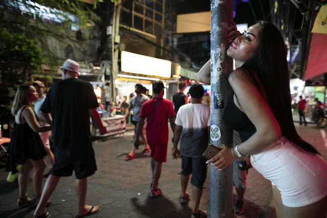 A bar girl shows off her sexual desires along the Walking Street where bars and s*x scenes are a commonplace July 31, 2016 in Pattaya, Thailand. (Photo by Paula Bronstein/Getty Images)