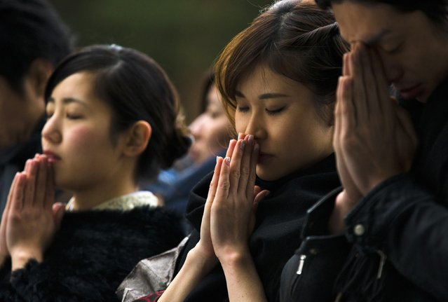 People pray for the upcoming year at the Shinto Meiji Shrine in Tokyo January 1, 2015. (Photo by Thomas Peter/Reuters)