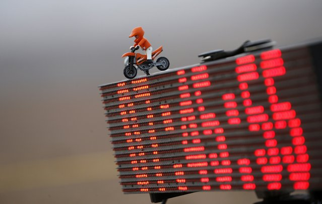 A statuette representing a rider is seen on a countdown clock before the start of the 9th stage of the Dakar Rally 2015 from Iquique to Calama January 13, 2015. (Photo by Jean-Paul Pelissier/Reuters)