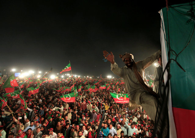 Supporters of opposition politician Imran Khan cheer at a celebration rally in Islamabad, Pakistan November 2, 2016. (Photo by Faisal Mahmood/Reuters)