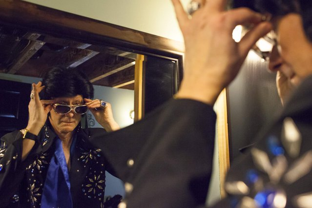 Clay Volz puts the final touches on his costume during the 20th annual Seattle Invitationals, an amateur Elvis impersonator competition, in Seattle, Washington January 23, 2015. (Photo by David Ryder/Reuters)