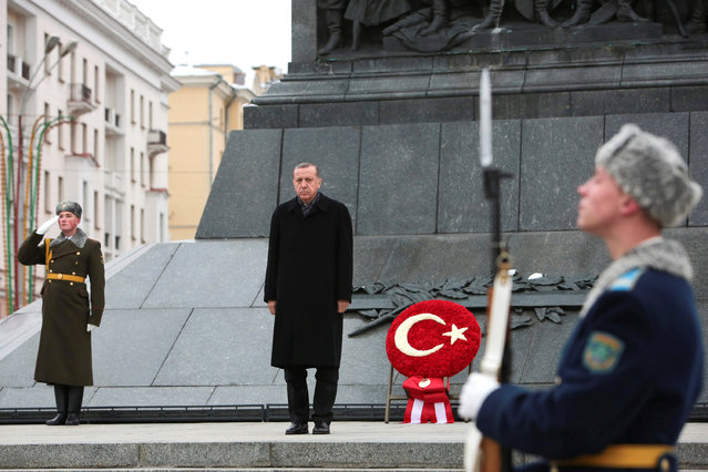 Turkish President Tayyip Erdogan attends a wreath laying ceremony at Victory Monument in Minsk, Belarus, November 11, 2016. (Photo by Oksana Manchuk/Reuters/BelTA)