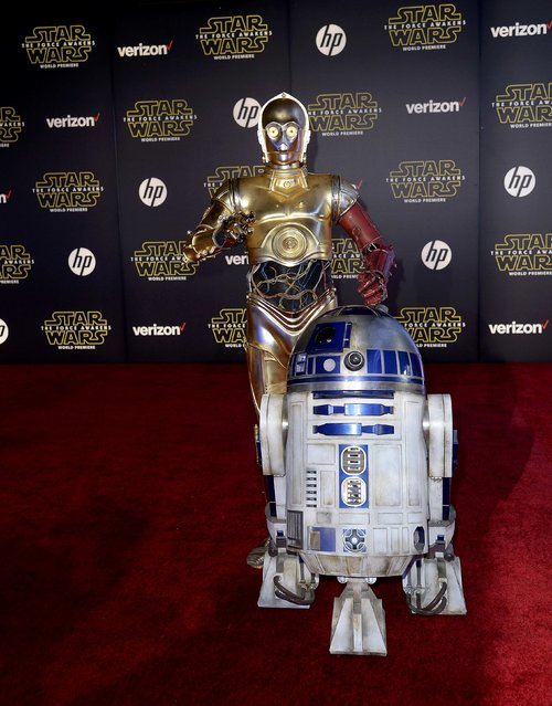 "C-3PO (L) and R2-D2 arrive at the world premiere of the film ""Star Wars: The Force Awakens"" in Hollywood, California, December 14, 2015. (Photo by Kevork Djansezian/Reuters)"