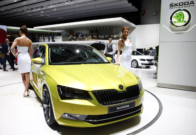 Models pose next to the new Skoda Superb during the second press day ahead of the 85th International Motor Show in Geneva March 4, 2015.  REUTERS/Arnd Wiegmann