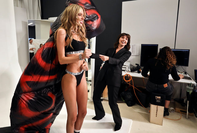 Monica Mitro (R), one of the executive producers of the show, reacts with model Martha Hunt at a fitting ahead of the Victoria's Secret fashion show in New York, U.S., October 30, 2018. (Photo by Kevin Coombs/Reuters)