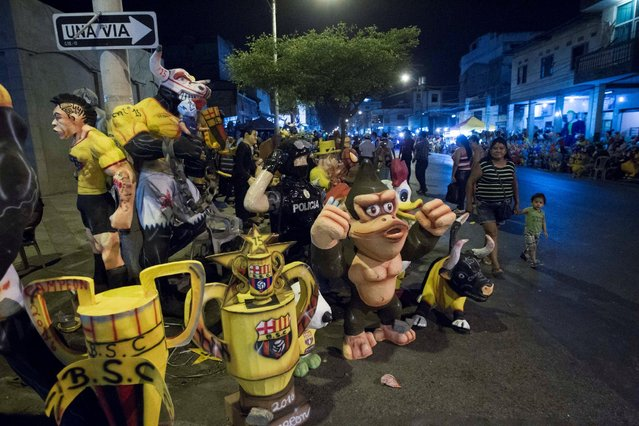 People sell effigies on the street, which will be burnt on New Year's Eve, in Guayaquil, Ecuador December 23, 2016. (Photo by Guillermo Granja/Reuters)