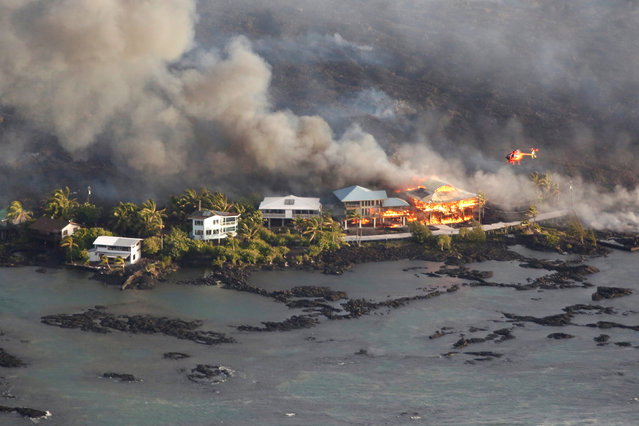 Lava destroys homes in the Kapoho area, east of Pahoa, during ongoing eruptions of the Kilauea Volcano in Hawaii, June 5, 2018. (Photo by Terray Sylvester/Reuters)