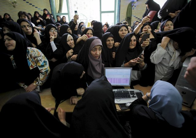 Iranian women wait to cast their votes during the Iranian presidential election in Tehran, in this June 12, 2009 file photo. (Photo by Ahmed Jadallah/Reuters)