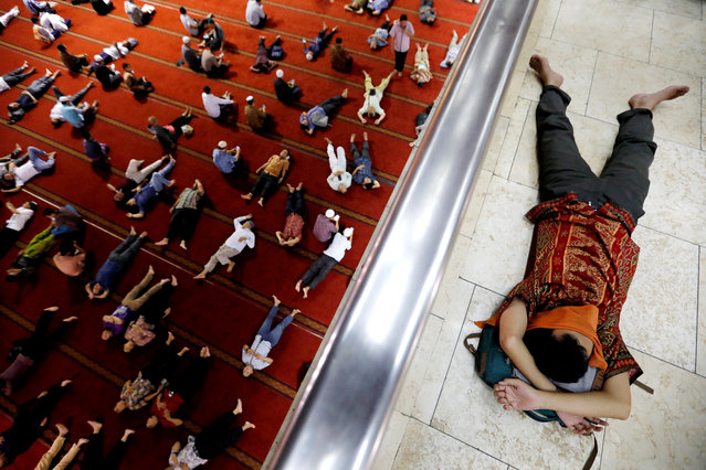 Muslim men take a rest after attending Friday prayers during the holy fasting month of Ramadan at Istiqlal mosque in Jakarta, Indonesia, May 10, 2019. (Photo by Willy Kurniawan/Reuters)