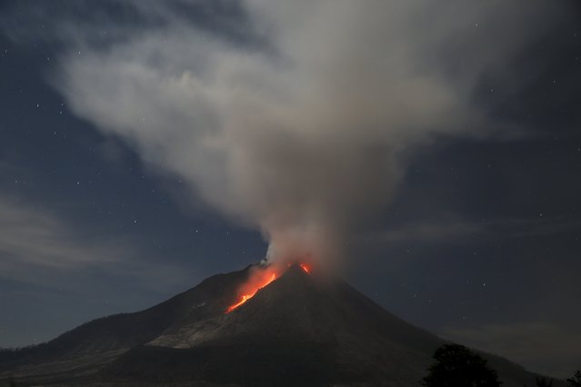 Lava flows from Mount Sinabung volcano during an eruption as seen from Tiga Serangkai village in Karo Regency, North Sumatra province, Indonesia June 26, 2015. More than 10,000 people from 12 villages, who were living around the slopes of Mount Sinabung, left their homes and moved to refugee camps, local media reported. (Photo by Reuters/Beawiharta)
