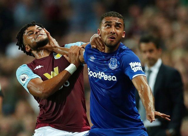 Everton's Dominic Calvert-Lewin, right, gets to grip with Aston Villa's Tyrone Mings at Villa Park, Birmingham, Britain on August 23, 2019. Everton have lost back-to-back Premier League games against newly promoted opponents (also 2-0 v Fulham in April) for the first time since August 2011. (Photo by Eddie Keogh/Reuters)