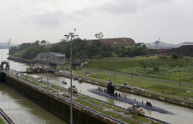 U.S. Navy submarine USS Columbus (SSN-762) with the crew on top, sails through the Miraflores locks at the Panama Canal in Panama City July 10, 2015. (Photo by Carlos Jasso/Reuters)