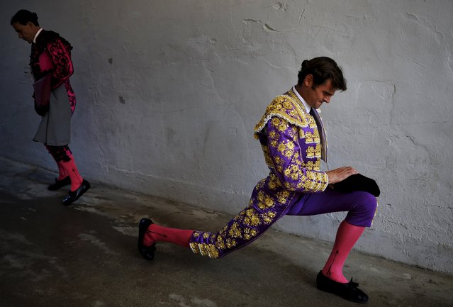 Spanish bullfighter Eugenio de Mora prepares before a bullfight at the San Fermin festival in Pamplona July 12, 2015. (Photo by Eloy Alonso/Reuters)