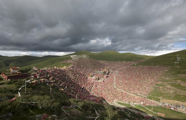 A general view shows the settlements of Larung Gar Buddhist Academy in Sertar County of Garze Tibetan Autonomous Prefecture, Sichuan province, China, July 23, 2015. The academy, founded in the 1980s among the mountains of the remote prefecture, is one of the largest Tibetan Buddhism institutes of the world, housing tens of thousands of monks and nuns, according to local media. (Photo by Reuters/Stringer)