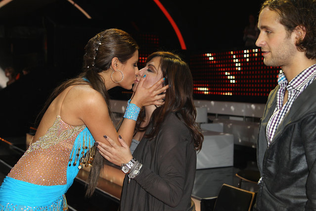 """Actresses Sophia Thomalla (L) kisses her mother Simone Thomalla (C) as her partner Silvio Heinevetter (R) looks on during the """"Let's Dance"""" TV show at Studios Adlershof on May 7, 2010 in Berlin, Germany. (Photo by Andreas Rentz)"""