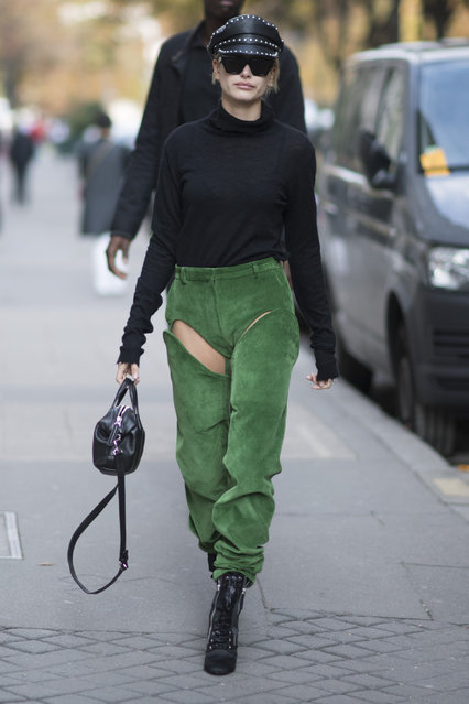 Hailey Baldwin seen in the streets of Paris during the Paris Fashion Week on September 26, 2017 in Paris, France. (Photo by Timur Emek/Getty Images)