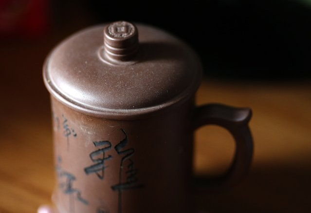 A tea cup of Li Zhijin, who was onboard Malaysia Airlines Flight MH370 which disappeared on March 8, 2014 is covered with dust on his desk at his house in Beijing July 22, 2014. Li's wife Liu said she argued with her husband in their last phone call before the incident.  She could not have realised that this would be their last conversation and now that is her greatest regret. (Photo by Kim Kyung-Hoon/Reuters)