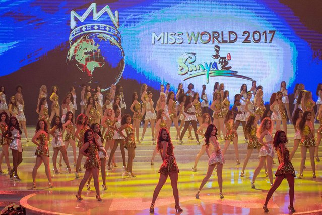 Contestants pose during the 67th Miss World contest final in Sanya, on the tropical Chinese island of Hainan on November 18, 2017. (Photo by Nicolas Asfouri/AFP Photo)