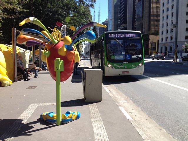 Work: Live Connected Artist: Juarez Fagundes Address: Avenida Paulista, Parque Trianon – opposite the park