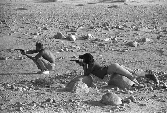 "American actor ""The King of Cool"" Steve McQueen and Neile Adams, his first wife, target-practice with their pistols in the Palm Springs desert in 1963. (Photo by John Dominis/Life)"