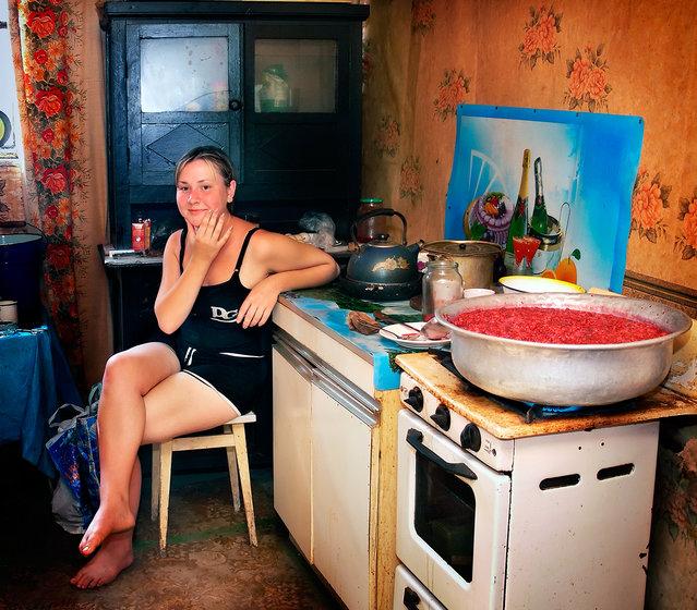 """""""Hostess of the sweet"""". The girl cooks jam. (Photo by Aleksandr Makarenko)"""