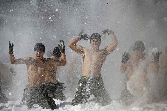 Shirtless members of the South Korean Special Warfare Forces hurl snow during a winter exercise in Pyeongchang January 8, 2015. (Photo by Kim Hong-Ji/Reuters)