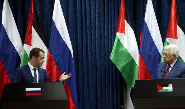 Russia's Prime Minister Dmitry Medvedev (L) and Palestinian President Mahmoud Abbas attend a joint news conference in the West Bank city of Jericho November 11, 2016. (Photo by Mohamad Torokman/Reuters)