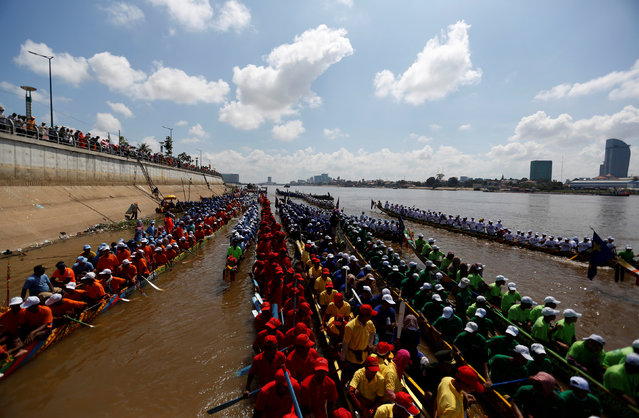 Participants gather at the start of a boat race near the Royal Palace during the annual Water Festival on the Tonle Sap river in Phnom Penh, Cambodia November 14, 2016. (Photo by Samrang Pring/Reuters)