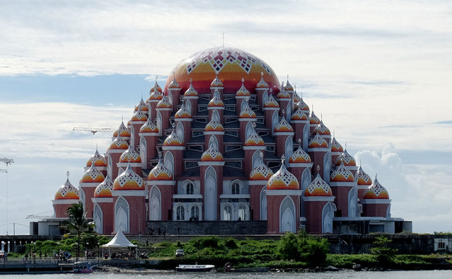 A view of the 99-dome mosque building located in the reclamation area of Losari Beach in Makassar, South Sulawesi, Indonesia on March 2, 2021. The 99-dome mosque is a new landmark of Makassar City, South Sulawesi, is one of the most unique mosques in the world. (Photo by Zul Kifli/Anadolu Agency via Getty Images)