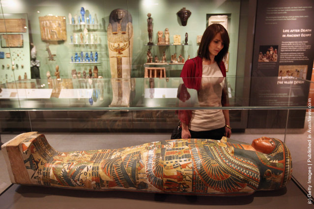 A woman views the Mummy of Meresamun