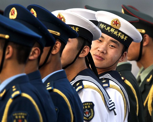 Chinese honor guards prepare for the arrival of Uzbekistan's President Islam Karimov at the Beijing Capital International Airport in Beijing for the Shanghai Cooperation Organization Summit on June 5, 2012