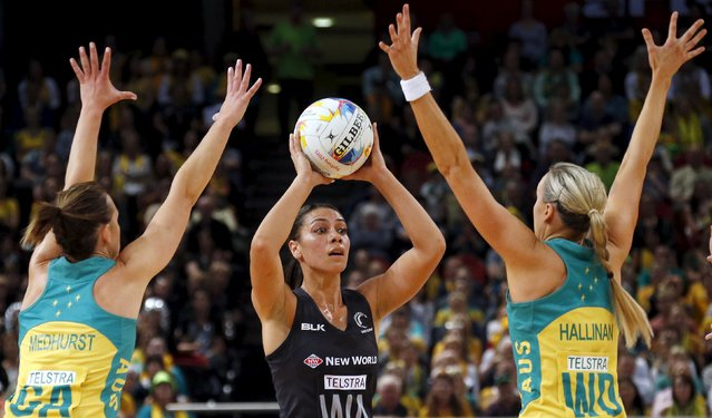 Natalie Medhurst (L) of Australia and team mate Renae Hallinan (R) defend against Grace Rasmussen of New Zealand during their Netball World Cup final game in Sydney, Australia, August 16, 2015. (Photo by David Gray/Reuters)