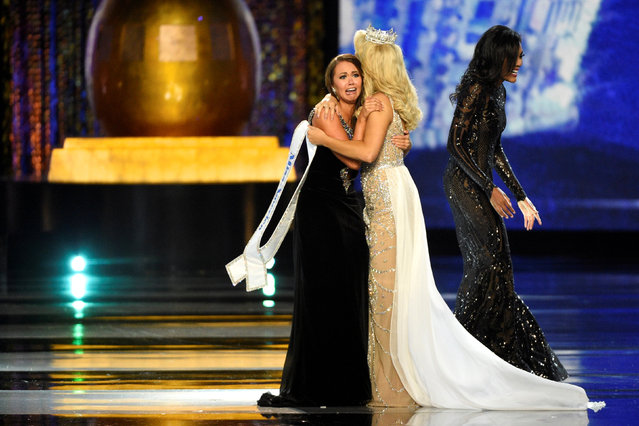 (L) Miss North Dakota Cara Mund reacts after being announced as the winner of the 97th Miss America Competition in Atlantic City, New Jersey U.S. September 10, 2017. (Photo by Mark Makela/Reuters)