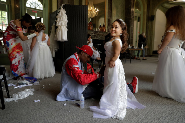 Models prepare themselves backstage ahead of the International Dwarf Fashion Show, on September 26, 2017 in Paris, France. (Photo by Thomas Samson/AFP Photo)