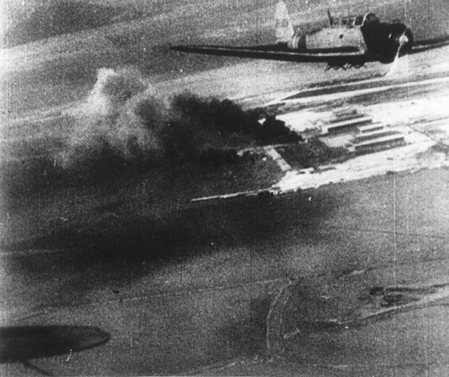 7th December 1941:  A picture taken from a Japanese bomber showing another Japanese plane and plumes of black smoke on the ground during the attack on Pearl Harbour (Pearl Harbor).  (Photo by Keystone/Getty Images)