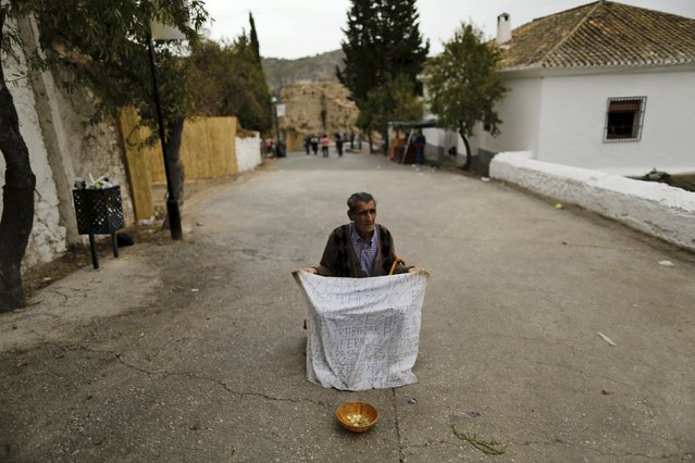Jose Garcia, 76, asks for alms during the Christ of Pano pilgrimage in Moclin, southern Spain, October 5, 2015. (Photo by Marcelo del Pozo/Reuters)
