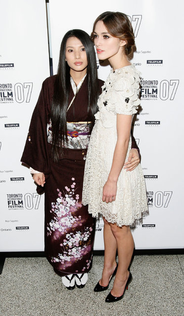 """Japanese actress Sei Ashina (L) and British actress Keira Knightley arrive at the """"Silk"""" Premiere screening during the Toronto International Film Festival 2007 held at the Elgin Theatre on September 11, 2007 in Toronto, Canada. Sei Ashina has been found dead at the age of 36 after taking her own life in her Tokyo apartment on Monday September 14, 2020. (Photo by Malcolm Taylor/Getty Images)"""