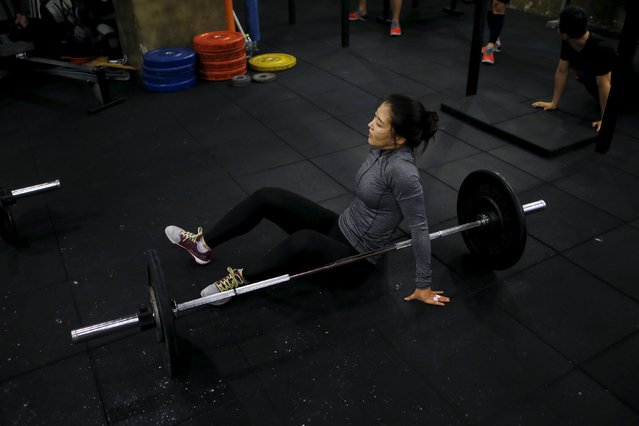 Kim Jin-ah, 31, rests as she takes part in a crossfit class at a gym in Seoul, September 11, 2015. (Photo by Kim Hong-Ji/Reuters)