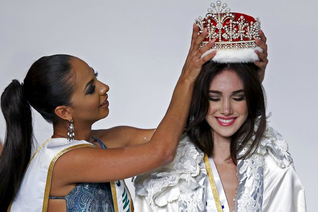 Edymar Martinez (R) representing Venezuela is awarded the crown by Miss International 2014 Valerie Hernandez Matias representing Puerto Rico after winning the 55th Miss International Beauty title during the 55th Miss International Beauty Pageant in Tokyo, Japan, November 5, 2015. (Photo by Toru Hanai/Reuters)
