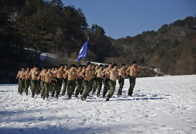 Shirtless members of the South Korean Special Warfare Forces run during a winter exercise in Pyeongchang January 8, 2015. (Photo by Kim Hong-Ji/Reuters)