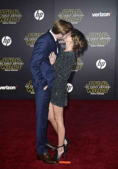 "Actors Dominic Sherwood and Sarah Hyland arrive at the premiere of ""Star Wars: The Force Awakens"" in Hollywood, California December 14, 2015. (Photo by Kevork Djansezian/Reuters)"