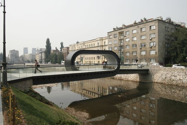 The Festina Lente Bridge