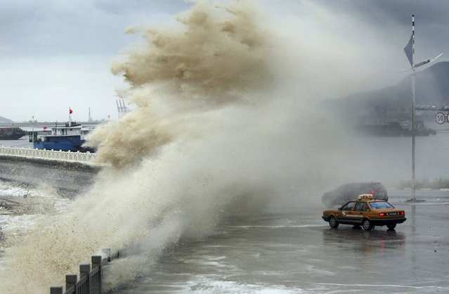 Vehicles are seen hit by a storm surge under the influence of Typhoon Usagi at the coastline in Lianyungang, Jiangsu province September 24, 2013. At least 25 people have been killed since typhoon Usagi made landfall in south China's Guangdong Province on Sunday evening, Xinhua News Agency reported. (Photo by Reuters/Stringer)