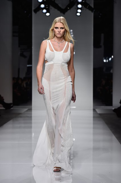 Lara Stone walks the runway during the Versace  Spring Summer 2016 show as part of Paris Fashion Week on January 24, 2016 in Paris, France. (Photo by Pascal Le Segretain/Getty Images)