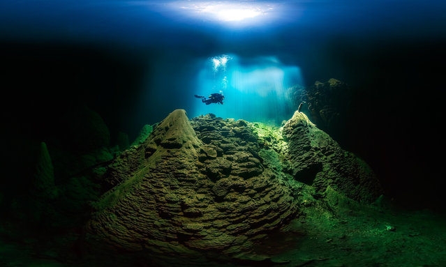 A cave diver in Anhumas Abyss, Bonito, Brazil. (Photo by Marcio Cabral/Epson International Pano Awards 2018)