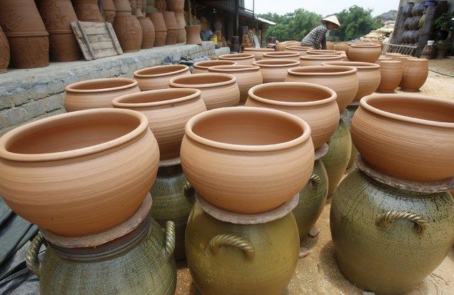 A woman works at a factory producing clay pots at Phu Lang pottery village in Bac Ninh province, Vietnam, May 14, 2015. (Photo by Reuters/Kham)