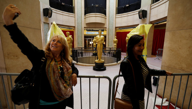 People pose in front of Oscar statues during preparations for the 89th Academy Awards in Los Angeles, California U.S., February 24, 2017. (Photo by Mario Anzuoni/Reuters)