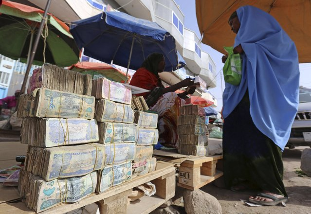 A woman waits to change money at a local bureau where $100 U.S. dollar exchange for 750,000 Somaliland shillings in Hargeysa May 19, 2015. (Photo by Feisal Omar/Reuters)